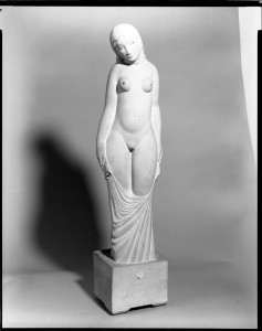 chloe-statue